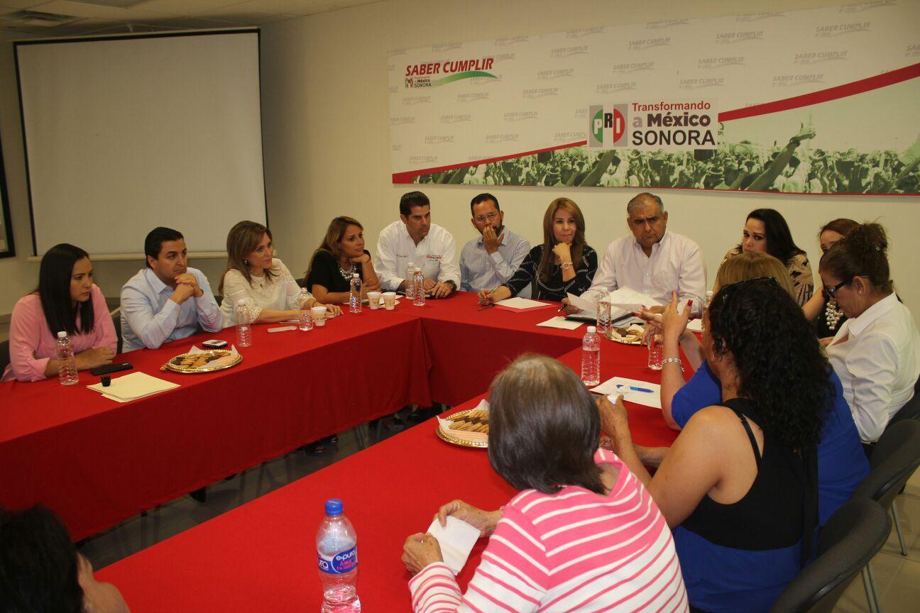 Reune PRI en SONORA a lideresas con legisladores (2)